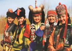 different types of traditional Mongolian costumes from different regions