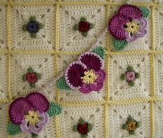 Knot Garden: Pansy Bunting - have to click several places to get to this link for pattern: http://web.archive.org/web/20070824234331/http://www.countryyarns.com/pansy.htm