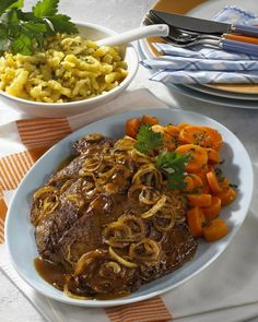 Zwiebel-Rostbraten Our popular recipe for onion roast and over more free recipes LECKER. Onion Recipes, Roast Recipes, Grilling Recipes, Dinner Recipes, Cooking Recipes, Vegetable Soup Healthy, Healthy Vegetables, Clean Eating Soup, Clean Eating Recipes