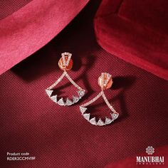 Diamond Earrings by the brand Manubhai Jewels Jewelry Design Earrings, Necklace Designs, Pendant Jewelry, Gold Jewelry, Gold Necklace, South Indian Jewellery, Indian Jewellery Design, Indian Jewelry, Diamond Jewellery