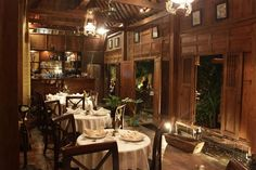 20 Traditional Dining Room Design And Decor Ideas From Indonesia – Traditional Dining Rooms, Traditional House, Indonesian Decor, Thai House, British Colonial Style, Dining Room Design, House In The Woods, Restaurant Design, House Design