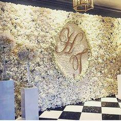 MAJOR wedding flower wall inspiration via @coutureweddingplanning #flowers…