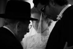 Fer Juaristi es un fotógrafo de bodas mejicano www.ferjuaristi.com . Además representa la nueva era de fotógrafos sociales de boda en México. Se le puede definir como un fotógrafo aventurero dentro del genero fotoreportaje social de bodas. Sin ataduras ni complejos hace lo que le marca su imaginación... y la de sus clientes. www.carlosrfotoboda.com