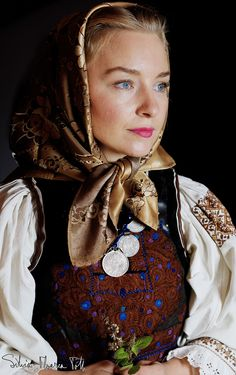 Silvia-Floarea Tóth - about the dowry of mocodens - Romania People, Romanian Women, Head Scarf Tying, Ukraine Girls, European Girls, Folk Embroidery, The Beautiful Country, Pictures Of People, Folk Costume