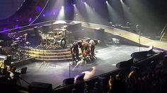 The final bow.  #Queen. Awesomely amazing show!  @QueenWillRock @ adamlambert pic.twitter.com/Tbr9nLDh6X