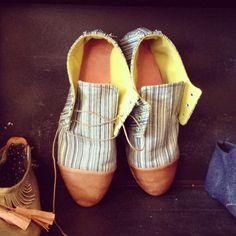 Tengo un problema, una debilidad, con los zapatos hechos a mano y los Ina Grau son un gran gran descubrimiento. . . . Ina Grau is a boutique shoe making company founded in 2011 by Luisa Fernanda Garcia-Gomez and Crystal Quinn in Minneapolis, MN U.S.A. Inspired by their Colombian and Midwestern upbringings,Ina Grau creates shoes …
