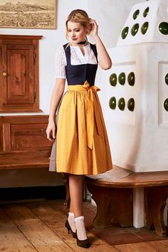 OUTFIT: The Dirndl - The most flattering dress for any woman Traditional Fashion, Traditional Dresses, Vestidos Vintage, Vintage Dresses, Drindl Dress, Oktoberfest Outfit, German Fashion, Mode Boho, Pretty Dresses