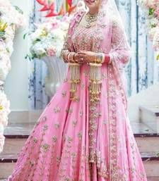 Trending designer lehengas for bride in shades of pink as in inspiration for a gorgeous look. Pick your bollywood style lehenga outfit before you choose online wedding vendor to buy one for you. Pink Bridal Lehenga, Wedding Lehnga, Indian Bridal Lehenga, Red Lehenga, Wedding Bride, Wedding Dresses, Wedding Hijab, Wedding Wear, Farm Wedding