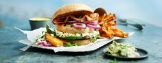 Kyllingburger med søtpotetfries og parmasankrem