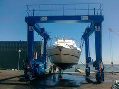 GH CRANES & COMPONENTS ha instalado en el puerto de Lisboa un pórtico automotor marino de 35t, para las obras de mantenimiento y reparación de embarcaciones de recreo.