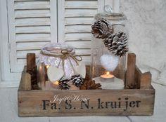 Kerst setje windlichten in een kistje Christmas Love, Country Christmas, Winter Christmas, Vintage Christmas, Christmas Crafts, Holiday, Christmas Candles, Theme Noel, Xmas Decorations