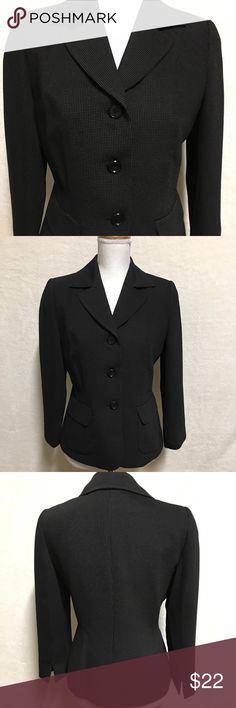 Le Suit Women's Blazer Size 4 Petite Black Black Blazer in very good condition  Size 4 Petite Le Suit Jackets & Coats Blazers