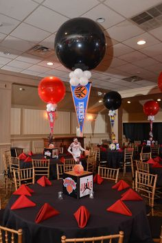 Basketball Themed Bar Mitzvah Centerpiece with Alternating Balloons & Floating Team Pennants Sports Themed Centerpieces, Bar Mitzvah Centerpieces, Bar Mitzvah Themes, Party Centerpieces, Graduation Centerpiece, Centerpiece Ideas, Basketball Party, Basketball Baby Shower, Sports Party