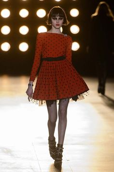 Saint Laurent vestido rojo de lunares tul