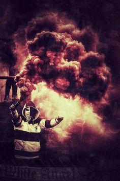 Ultras Football Hooliganism, Titanic Tattoo, Ultras Football, Smoke Bomb Photography, Smoke Pictures, Colored Smoke, Wreath Watercolor, Documentary Photography, Nail Art