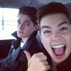 Finn and Jack Harries. This perfectly shows they're relationship. Finn Harries, British Youtubers, Best Youtubers, Popular Youtubers, Logan Lerman, Evan Peters, Cameron Dallas, Jack Finn, Ricky Dillon