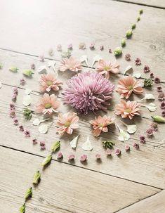 A beautiful floral mandala that would be especially lovely for Ostara, Beltane or Litha. Land Art, Mandala Anti Stress, Summer Solstice Ritual, Deco Floral, Floral Design, Beltane, Samhain, Mandala Art, Mandala Pattern