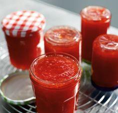 Es ist ganz einfach, eine wunderbare Erdbeerkonfitüre zu kochen. So konservieren wir den Sommer!