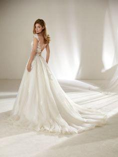 Wedding dress for slender brides - Pronovias 2018 Collection