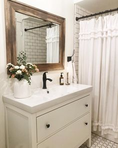 Hi, my name is Ashley and I am addicted to changing spaces around daily 😂🙌🏻 . Small Cottage Interiors, Changing Spaces, Bathroom Inspiration, Bathroom Inspo, Vintage Decor, Interior Styling, Designer, Diy Home Decor, Sweet Home