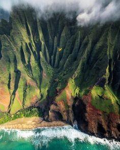 Kauai Hawaii Na Pali Coast Mountains Kauai Hawaii, Hawaii Travel, Hawaii Mountains, Voyage Hawaii, Good Vibe, Landscape Design Plans, Tropical Landscaping, Tropical Backyard, Backyard Landscaping