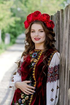 How to meet Eastern European brides? Women from Ukraine and Russia are looking for good, honest and reliable men like you! Find your love easy! Ukraine Women, Ukraine Girls, Russian Beauty, Russian Fashion, Folk Fashion, Ethnic Fashion, Eslava, Ethno Style, Beautiful Costumes