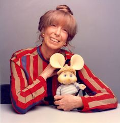 Topo Gigio è un pupazzo animato raffigurante un topo in moltoprene creato in Italia per la televisione nel 1959 da Maria Perego.