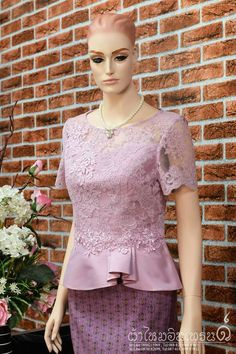 Kebaya Lace, Batik Kebaya, Kebaya Dress, Myanmar Traditional Dress, Thai Traditional Dress, Blouse Batik, Batik Dress, Muslim Fashion, Asian Fashion