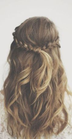 17 Trendy Hairstyles for Long Hair: #15. Chic Half-up Half-down Hairstyle