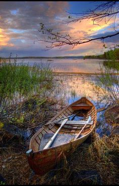 Boat resting on The Shore, Finland. Another great boat/water shot at sunset Beautiful World, Beautiful Places, Beautiful Pictures, Foto Nature, Landscape Photography, Nature Photography, Old Boats, Small Boats, Boat Art