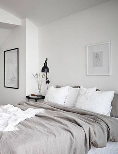 Neutral bedroom with a balcony view Neutrales Schlafzimmer mit Balkonblick - via Coco Lapine Design Minimal Bedroom Design, Grey Bedroom Design, Modern Bedroom, Bedroom Neutral, Bedroom Designs, Neutral Bedding, Bedroom Styles, Modern Futon, Modern Minimalist Bedroom