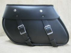 Heritage Style Road King Leather Saddlebags - The RK110 leather saddleabags are heritage style road king leather saddlebags that fit on all years of the Road Kings, Road Glide, Electra Glide, Street Glide and Ultras, if the side rails are removed. The backs are made with fiber glass and include cut outs for the saddlebag guard rails and shock. The RK110 leather saddlebags mount to the same mounts as the Harley Davidson factory saddlebags.