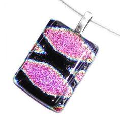 Roze met zwarte glas hanger uit eigen glasatelier. Handgemaakt dmv glasfusing!
