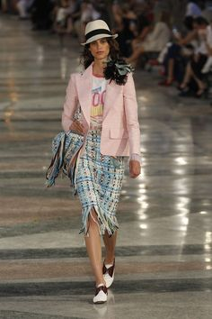 love except for the froo froo shoulder thing. Chanel Resort 2017 Fashion Show - Antonina Petkovic