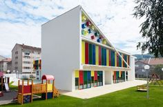 OFIS architects: four leaf clover kindergarten , Overlooking Kindergarten Architecture Design, Segrt Hlapic Kindergarten by Radionica Arhite. Kindergarten Architecture, Education Architecture, Concept Architecture, Architecture Design, Kindergarten Colors, Kindergarten Lesson Plans, School Building Design, Nursery School, Nursery Design