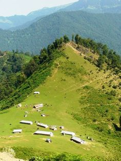 ♥ Talesh - IRAN I remember going there on a road trip when I was a kid. So beautiful. ** The scenery is beautiful. Brunei, Maldives, Places To Travel, Places To See, Sri Lanka, Laos, Timor Oriental, Iran Travel, Persian Culture