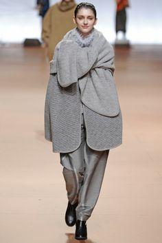 Issey Miyake RTW Fall 2014 - Slideshow - Runway, Fashion Week, Fashion Shows, Reviews and Fashion Images - WWD.com