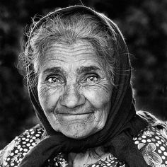(sweet,laughing eyes,twinkles,not afraid to look her age) Old Age Makeup, Rides Front, Old Faces, Ageless Beauty, Foto Art, People Of The World, Interesting Faces, Happy People, True Beauty