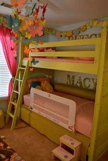 Great bunk beds for girls! I think we need to build bunk beds rather than buy...