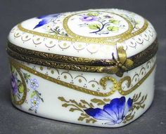 Jeweled box with butterfly clasp