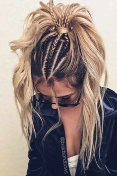 24 Lovely Ponytail Ideas To Wear For Any Occasion Those who think that ponytail hairstyles are too boring are going to change their minds! See how you can sport the familiar hairdo and turn heads. Tumblr Braids, French Braid Ponytail, Braid On Top, Twisted Ponytail, Bun Braid, Lace Braid, Pinterest Hair, Trendy Hairstyles, Hairstyles Haircuts