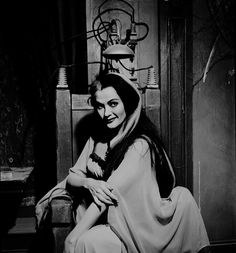 Yvonne De Carlo as Lily Munster, Munsters Tv Show, The Munsters, Yvonne De Carlo, Addams Family Tv Show, Adams Family, Los Addams, Munster Family, Herman Munster, Lily Munster