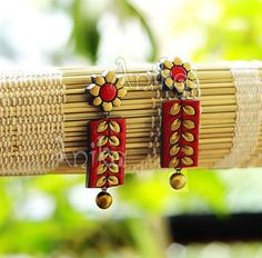 Terracotta Jewellery Making, Terracotta Jewellery Designs, Terracotta Earrings, Thread Jewellery, Fabric Jewelry, Fabric Earrings, Jewelry Crafts, Jewelry Art, Quilling Jewelry