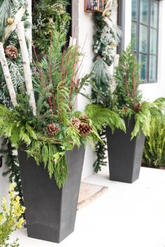 Rustic Spring Porch Decor Ideas to Help you Get Your Outdoor Space Ready for Spring - The Trending House Outdoor Christmas Planters, Christmas Urns, Front Door Christmas Decorations, Christmas Lights, Christmas Crafts, Holiday Decor, Christmas Window Boxes, Origami Xmas Decorations, Christmas Tables