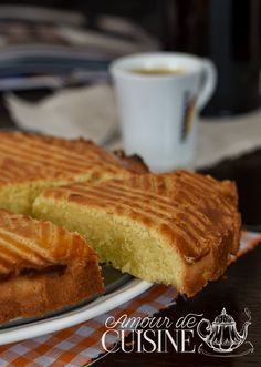 gateau breton Bonjour tout le monde, Quand une amie t'appelle pour dire qu&… Breton cake Hello everyone, When a friend calls you to say that she comes to see you … Kentucky Butter Cake, Cake Recipes, Dessert Recipes, French Patisserie, Beignets, Churros, Food Cakes, Turkey Recipes, Crepes