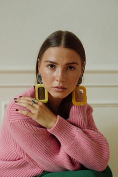 SOPHIA ROE - in pink belted cardigan from Victoria Beckham Colourful Outfits, Colorful Fashion, Trendy Outfits, Fashion Outfits, Look Fashion, Spring Fashion, Winter Fashion, Mode Purple, Looks Street Style