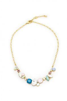Elegancki naszyjnik pozłacany 24-karatowym złotem i ozdabiany kryształami Swarovski Crystals w subtelnej gamie kolorystycznej.