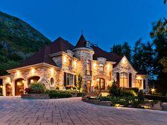 Luxury Homes, Estates & Properties