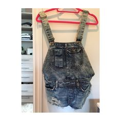 Billabong short Denim overalls 4 pockets in front. 2 pockets in back. Light wash. Belt loops. Silver hardware. Distressed. Frayed hems Billabong Jeans