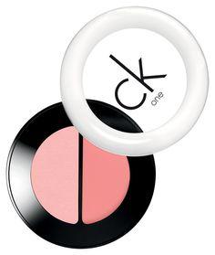 Το ροζ μακιγιάζ είναι τάση! | ομορφια , μακιγιάζ , super τάση step by step | ELLE Διπλό ρουζ ck One Blush Duo, Breath, του Calvin Klein.